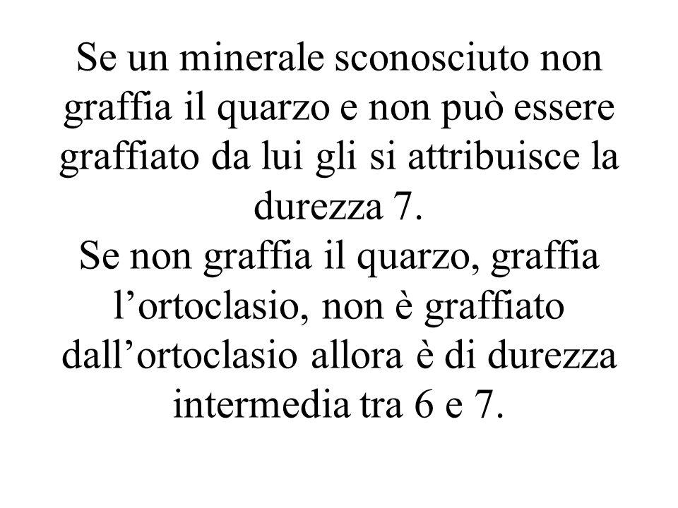 Se un minerale sconosciuto non graffia il quarzo e non può essere graffiato da lui gli si attribuisce la durezza 7. Se non graffia il quarzo, graffia