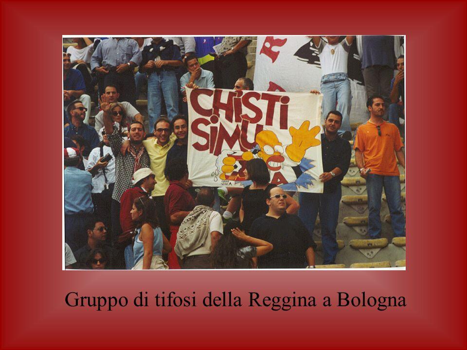 Gruppo di tifosi della Reggina a Bologna