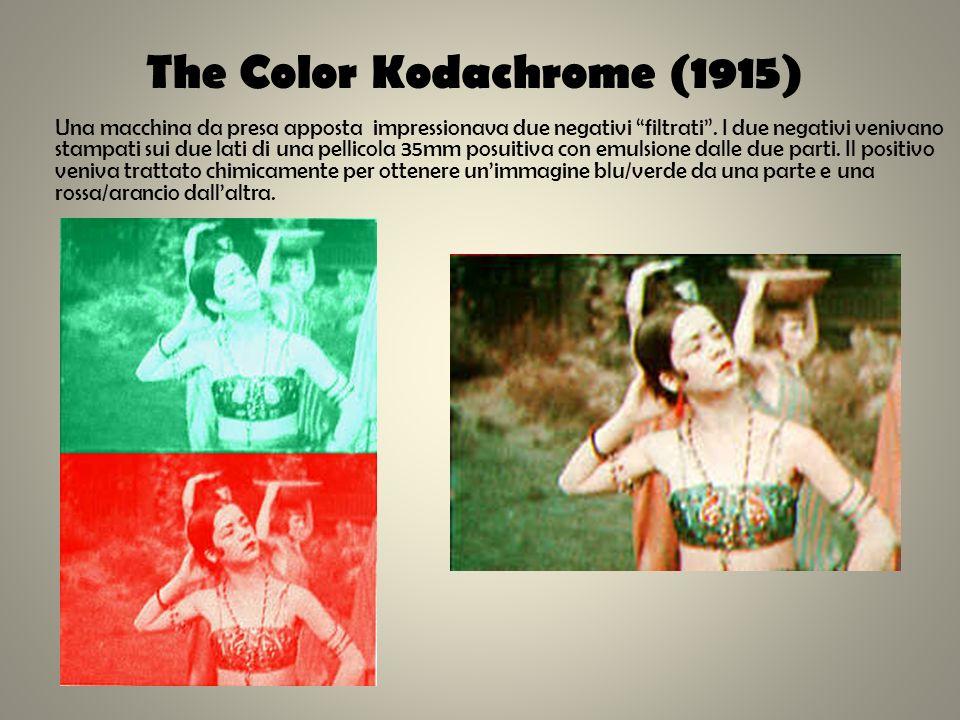 The Color Kodachrome (1915) Una macchina da presa apposta impressionava due negativi filtrati. I due negativi venivano stampati sui due lati di una pe