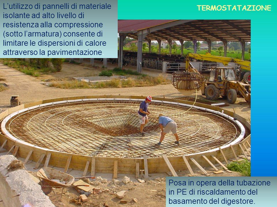 Posa in opera della tubazione in PE di riscaldamento del basamento del digestore. Lutilizzo di pannelli di materiale isolante ad alto livello di resis
