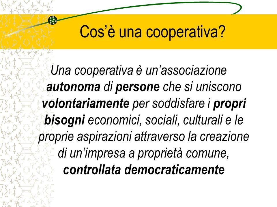 La cooperazione in Europa Il Consiglio dellUnione ha approvato il 23 luglio 2003 lo Statuto Cooperativo Europeo che consente omogeneità di riconoscimenti alle cooperative che operano nei diversi Paesi UE; Comunicazione 18 del 23 Febbraio 2004 sulla promozione delle società cooperative in Europa – La Commissione dovrà intraprendere azioni per promuovere lo sviluppo delle cooperative in Europa, migliorare la legislazione ed accrescere il ruolo delle cooperative nella realizzazione degli obiettivi comunitari.