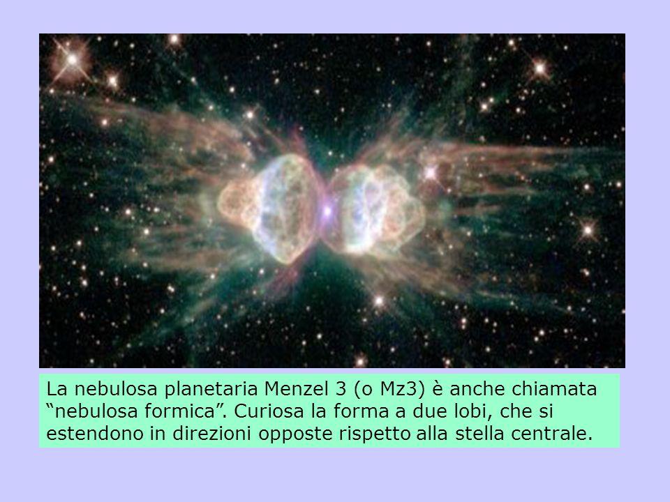 La nebulosa planetaria Menzel 3 (o Mz3) è anche chiamata nebulosa formica. Curiosa la forma a due lobi, che si estendono in direzioni opposte rispetto