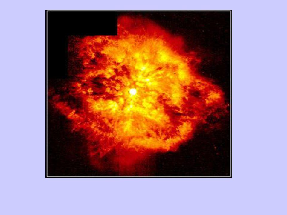 Da Gigante (rossa) a nana (bianca) Il processo evolutivo del nucleo della stella accelera e segue destini diversi a seconda della sua massa residua (dopo lespulsione degli strati esterni) Per stelle piccole, di massa iniziale compresa tra 1 e 4 masse solari, e quindi anche per il nostro Sole, lespulsione degli strati esterni genera una nebulosa planetaria (nella Via Lattea se ne forma un allanno).