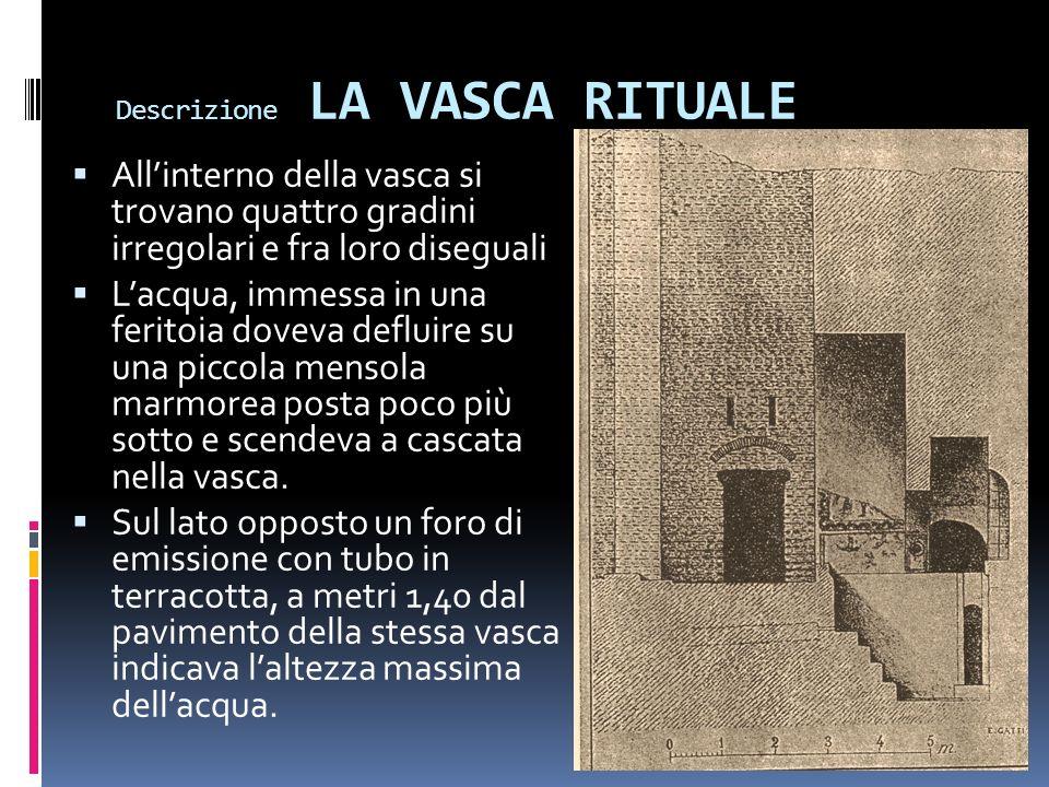 Descrizione LA VASCA RITUALE Allinterno della vasca si trovano quattro gradini irregolari e fra loro diseguali Lacqua, immessa in una feritoia doveva