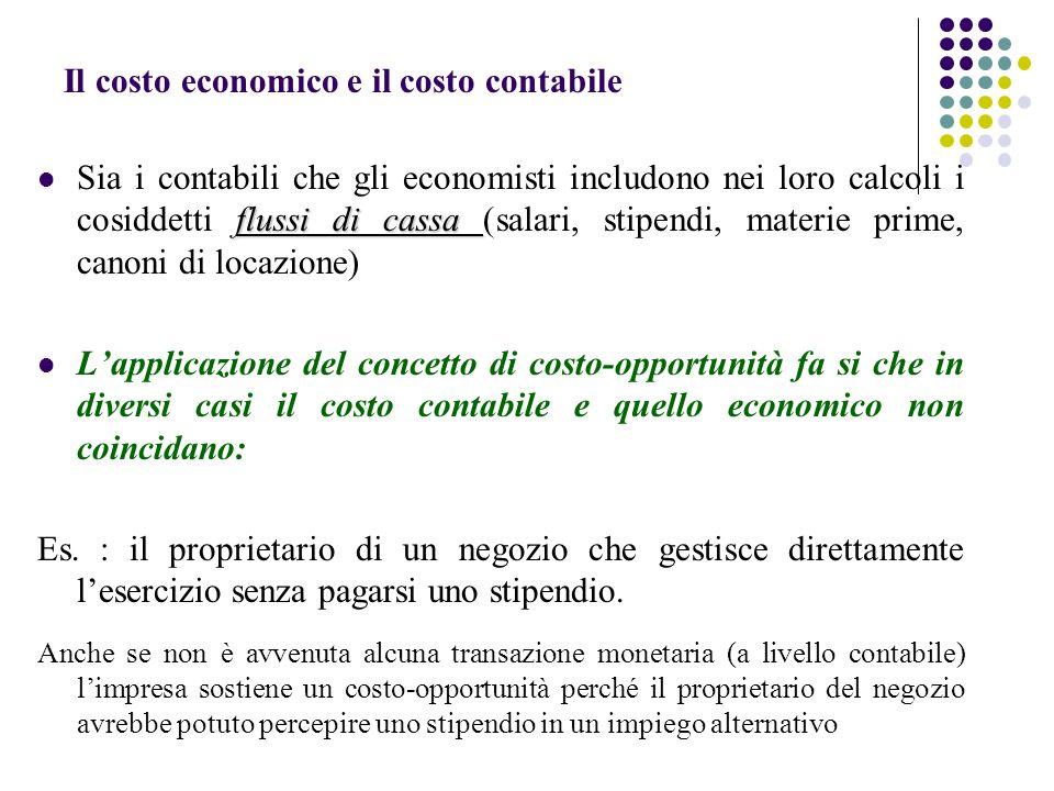 Il costo economico e il costo contabile flussi di cassa Sia i contabili che gli economisti includono nei loro calcoli i cosiddetti flussi di cassa (sa