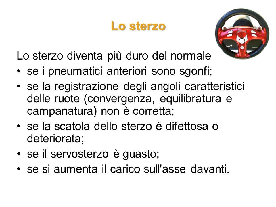 Lo sterzo Lo sterzo diventa più duro del normale se i pneumatici anteriori sono sgonfi; se la registrazione degli angoli caratteristici delle ruote (c