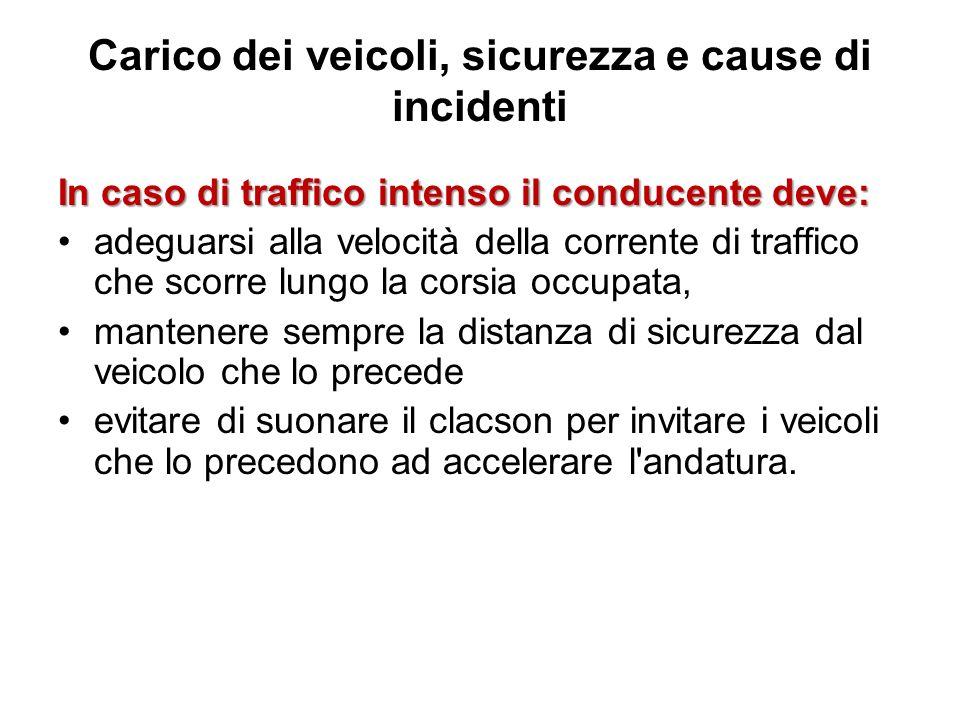 Carico dei veicoli, sicurezza e cause di incidenti In caso di traffico intenso il conducente deve: adeguarsi alla velocità della corrente di traffico