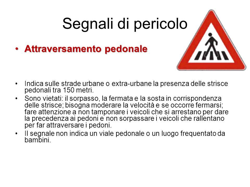 Segnali di pericolo Attraversamento pedonaleAttraversamento pedonale Indica sulle strade urbane o extra-urbane la presenza delle strisce pedonali tra 150 metri.