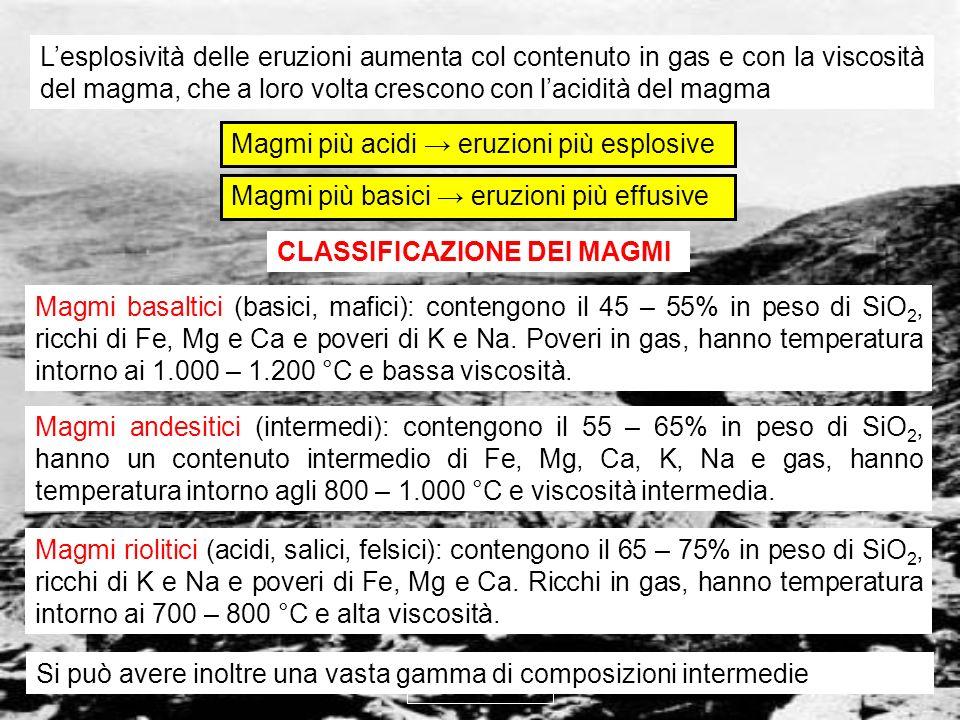 vulcanismo 7 CLASSIFICAZIONE DEI MAGMI Magmi basaltici (basici, mafici): contengono il 45 – 55% in peso di SiO 2, ricchi di Fe, Mg e Ca e poveri di K
