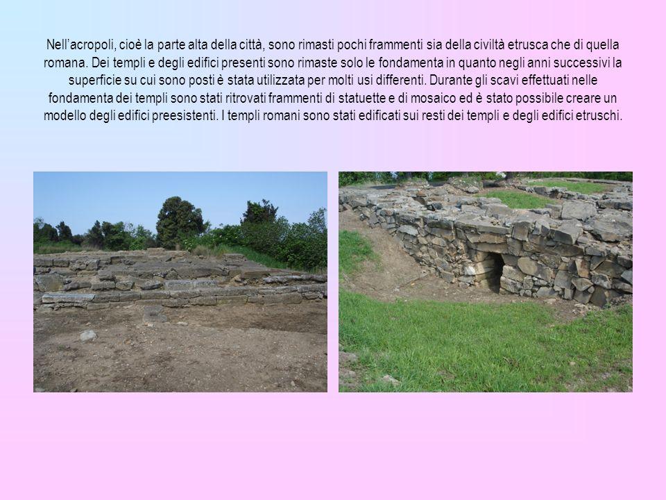 Nellacropoli, cioè la parte alta della città, sono rimasti pochi frammenti sia della civiltà etrusca che di quella romana. Dei templi e degli edifici