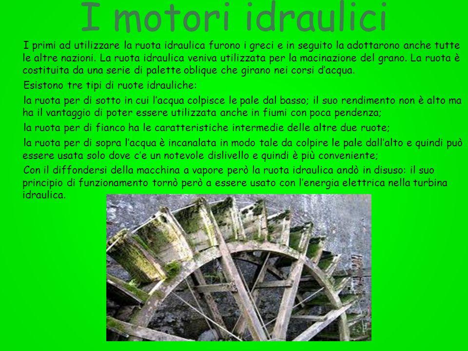 I motori idraulici I primi ad utilizzare la ruota idraulica furono i greci e in seguito la adottarono anche tutte le altre nazioni. La ruota idraulica
