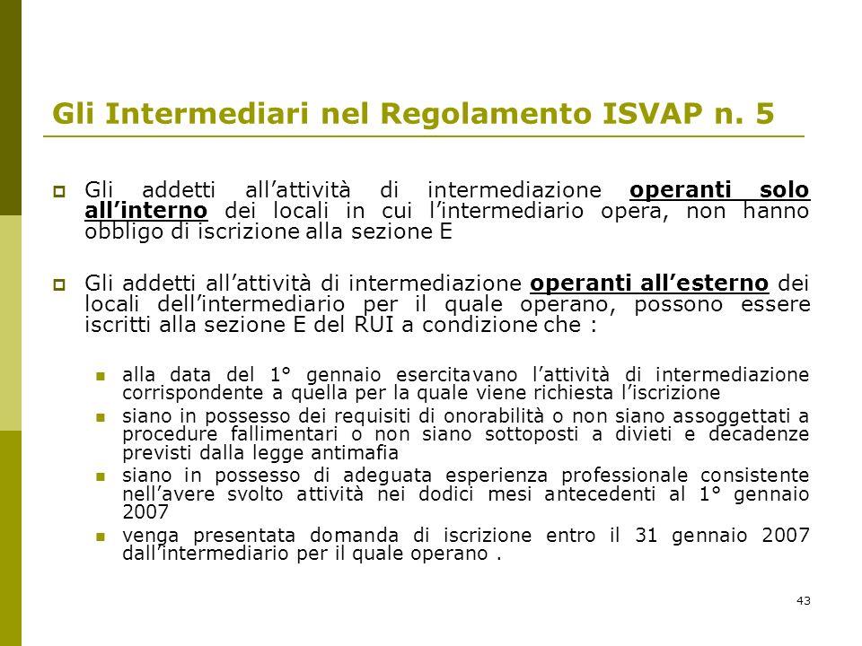 43 Gli Intermediari nel Regolamento ISVAP n. 5 Gli addetti allattività di intermediazione operanti solo allinterno dei locali in cui lintermediario op