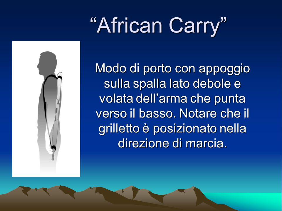 African Carry African Carry Modo di porto con appoggio sulla spalla lato debole e volata dellarma che punta verso il basso. Notare che il grilletto è