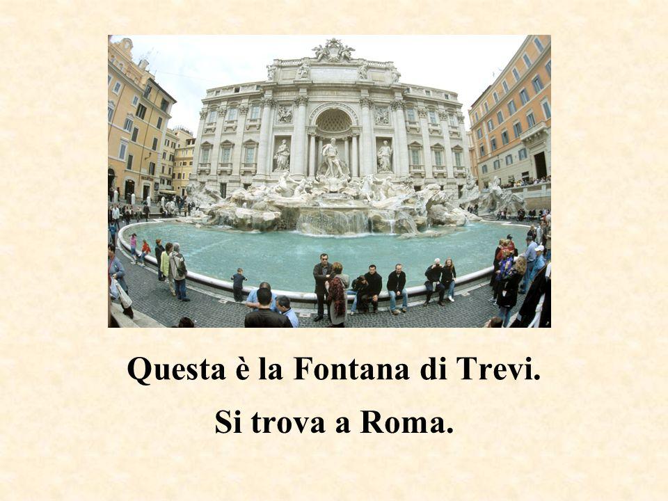 Questa è la Piazza di Spagna. Si trova a Roma.