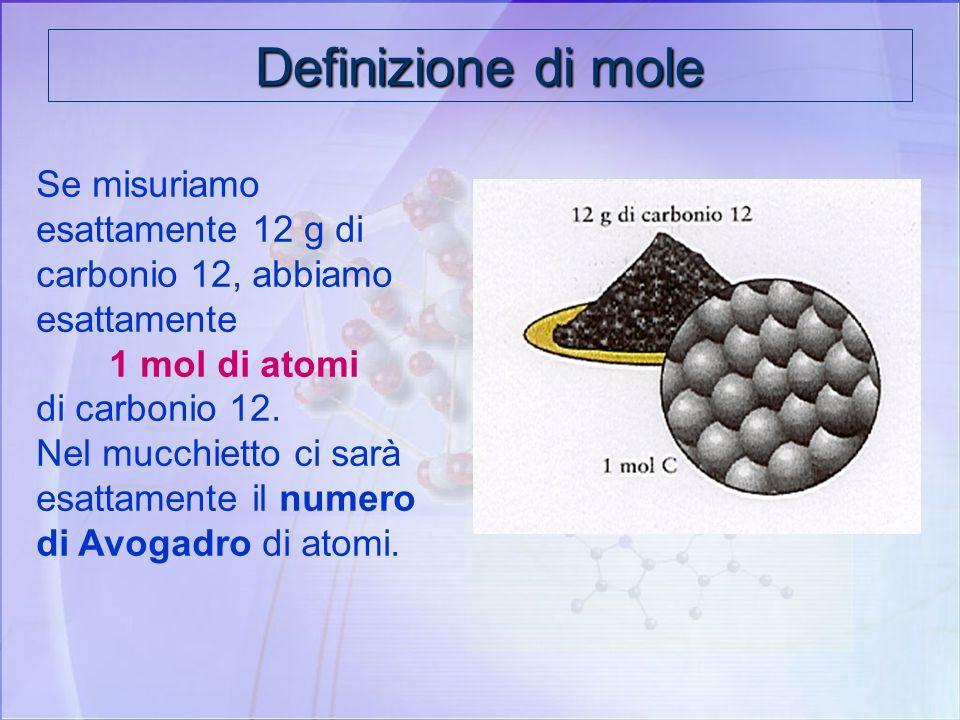 Il numero di Avogadro è un numero enorme è pari a: N A = 6,022. 10 23 La mole e il numero di Avogadro Una Mole = 6,022.10 23 particelle contiene tante