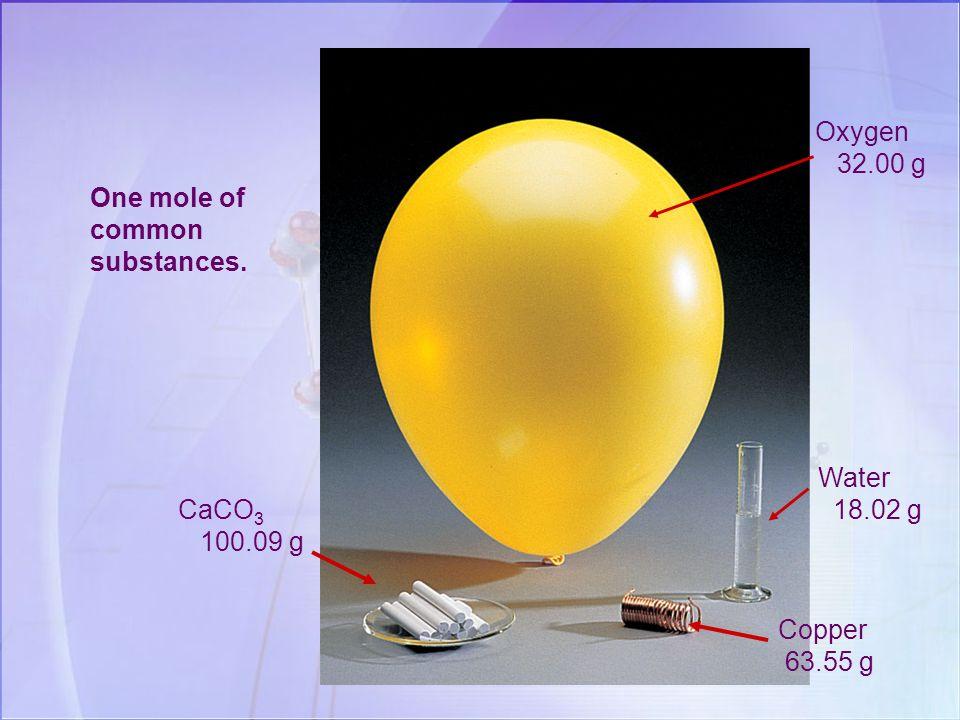 Una mole di atomi è una quantità in grammi di un elemento, numericamente uguale alla massa atomica relativa dellelemento stesso. es. : In pratica … C