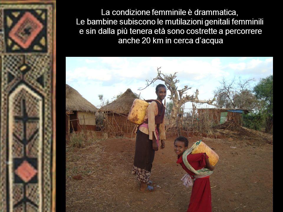 La condizione femminile è drammatica, Le bambine subiscono le mutilazioni genitali femminili e sin dalla più tenera età sono costrette a percorrere an