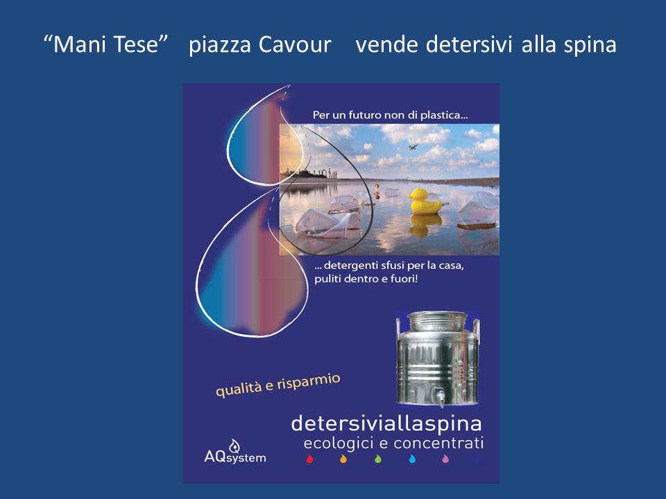 Mani Tese piazza Cavour vende detersivi alla spina