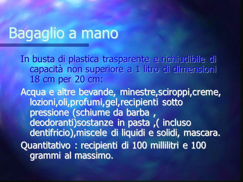 Bagaglio a mano In busta di plastica trasparente e richiudibile di capacità non superiore a 1 litro di dimensioni 18 cm per 20 cm: Acqua e altre bevan