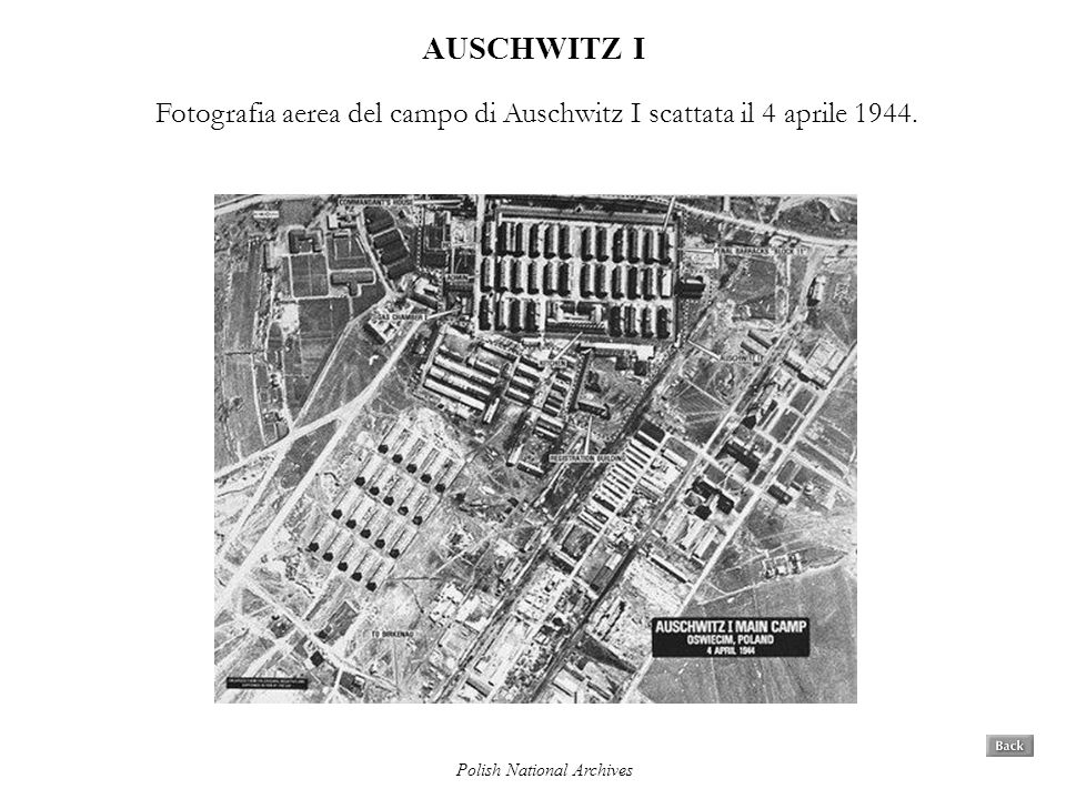 AUSCHWITZ I Fotografia aerea del campo di Auschwitz I scattata il 4 aprile 1944. Polish National Archives