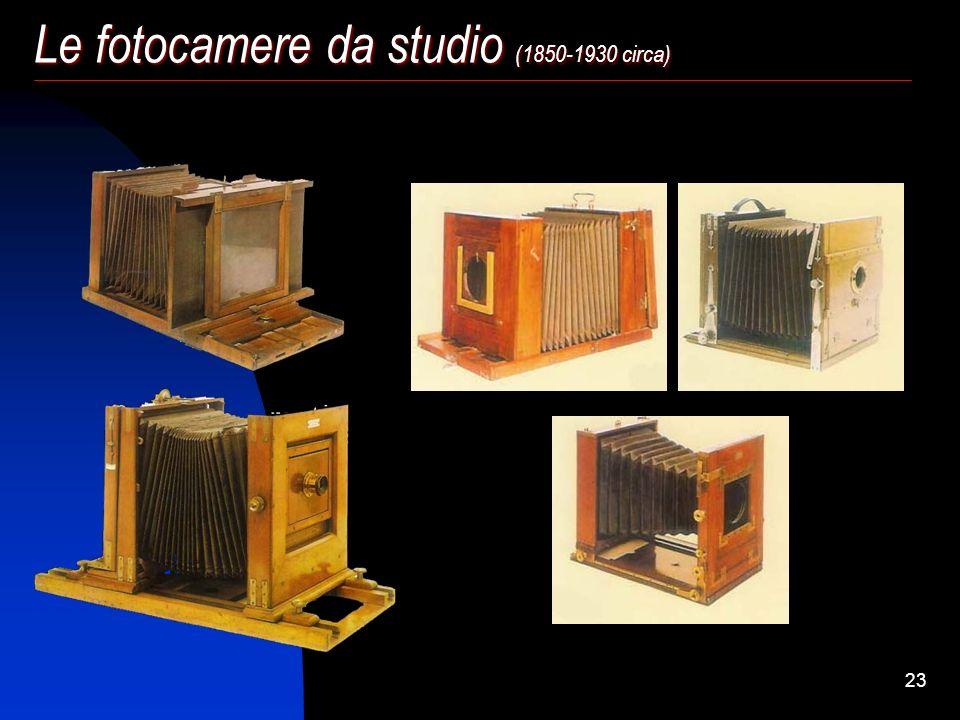 22 Fin dalle origini le fotocamere in legno si differenziarono in due tipologie: quelle trasportabili e quelle da studio, mantenendo in comune l'uso d