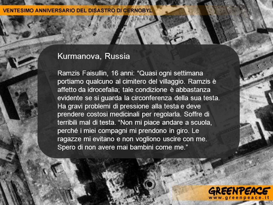 Kurmanova, Russia Ramzis Faisullin, 16 anni: Quasi ogni settimana portiamo qualcuno al cimitero del villaggio. Ramzis è affetto da idrocefalia; tale c