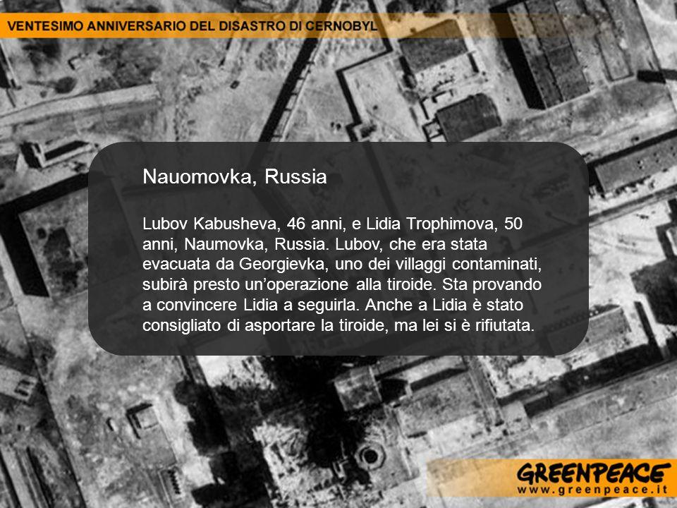 Nauomovka, Russia Lubov Kabusheva, 46 anni, e Lidia Trophimova, 50 anni, Naumovka, Russia. Lubov, che era stata evacuata da Georgievka, uno dei villag