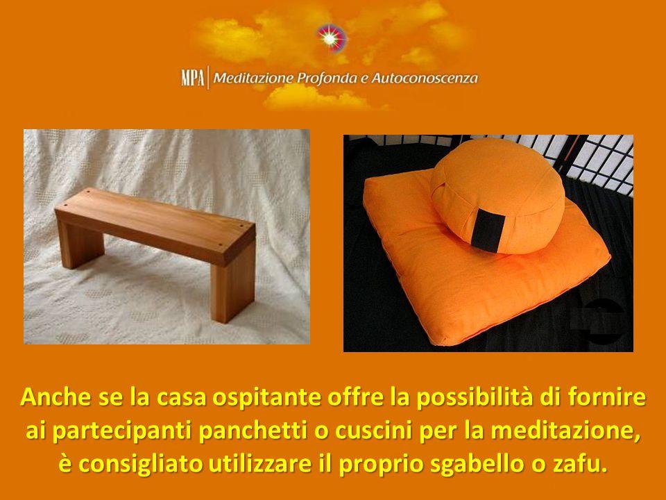 Anche se la casa ospitante offre la possibilità di fornire ai partecipanti panchetti o cuscini per la meditazione, è consigliato utilizzare il proprio sgabello o zafu.