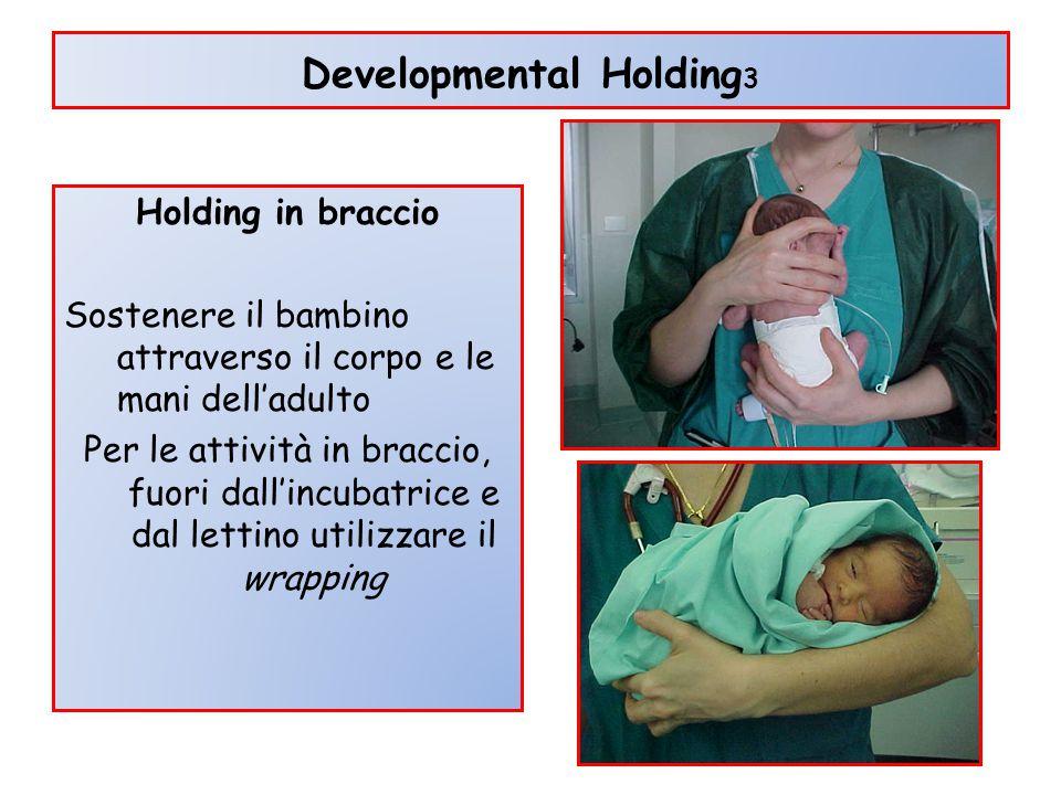 Developmental Holding 3 Holding in braccio Sostenere il bambino attraverso il corpo e le mani dell'adulto Per le attività in braccio, fuori dall'incub