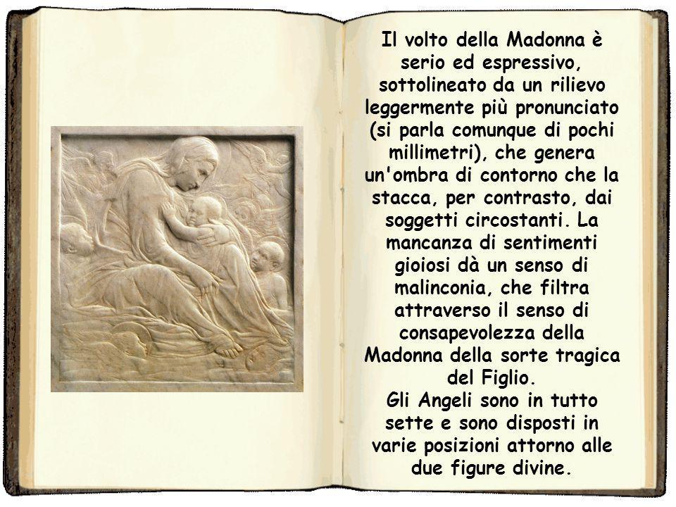 Donatello pone la Madonna tra le nuvole, in qualità di Regina del Cielo. La tavoletta in questione era quasi sicuramente destinata alla preghiera nel