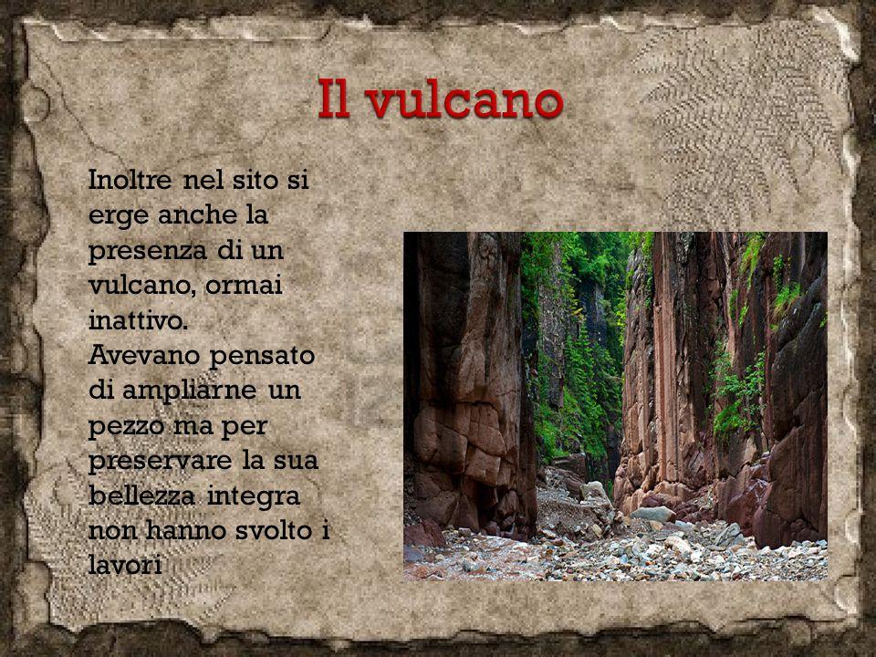 Inoltre nel sito si erge anche la presenza di un vulcano, ormai inattivo. Avevano pensato di ampliarne un pezzo ma per preservare la sua bellezza inte