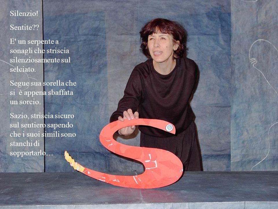 Silenzio.Sentite?. E un serpente a sonagli che striscia silenziosamente sul selciato.