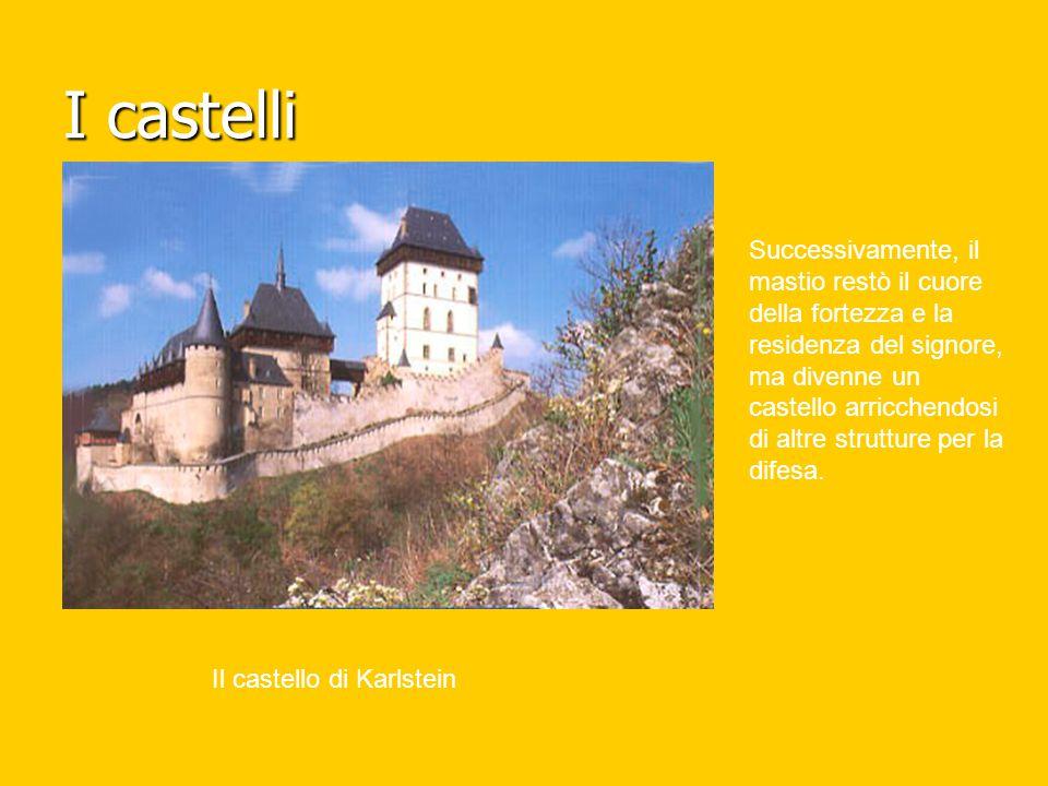 I castelli Il castello di Karlstein Successivamente, il mastio restò il cuore della fortezza e la residenza del signore, ma divenne un castello arricc