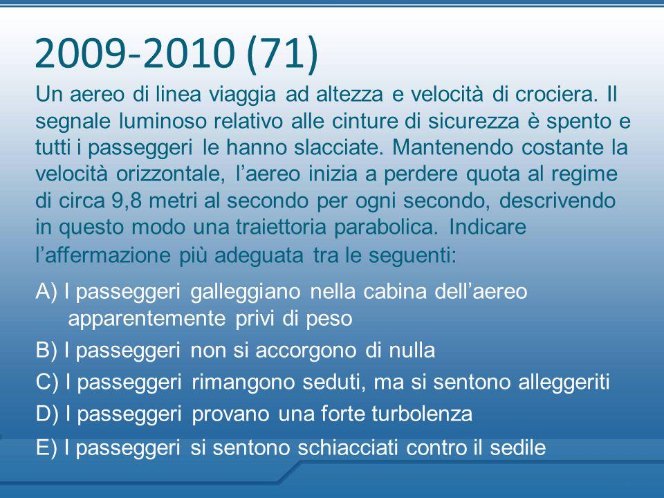 2009-2010 (71) Un aereo di linea viaggia ad altezza e velocità di crociera. Il segnale luminoso relativo alle cinture di sicurezza è spento e tutti i