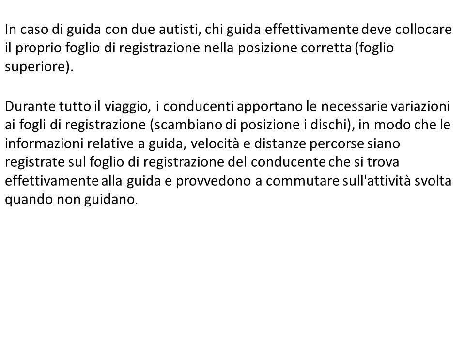 In caso di guida con due autisti, chi guida effettivamente deve collocare il proprio foglio di registrazione nella posizione corretta (foglio superior