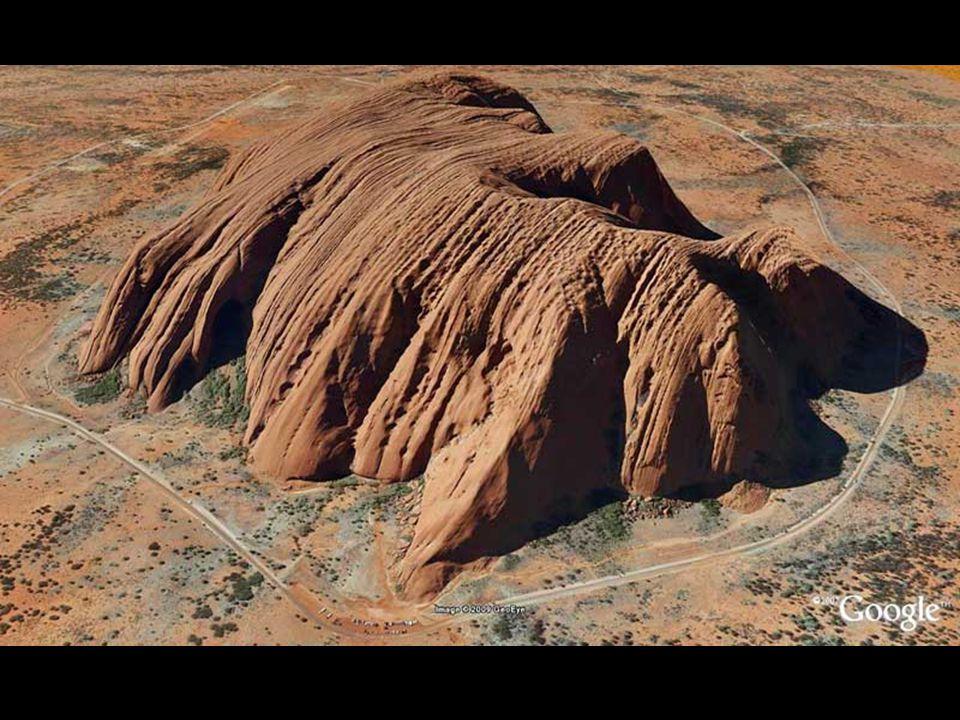 Uluru, un monolite capriccioso Uluru è il nome che gli aborigeni australiani hanno dato a quella che noi chiamiamo Ayers Rock, una montagna in arenaria rossa, di 318 metri di altezza e un perimetro di 8 km, che si trova al centro di un vasto territorio a sud-est di Alice Springs, uno dei posti più belli dell'Australia