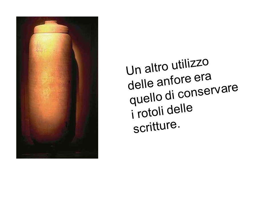 Un altro utilizzo delle anfore era quello di conservare i rotoli delle scritture.