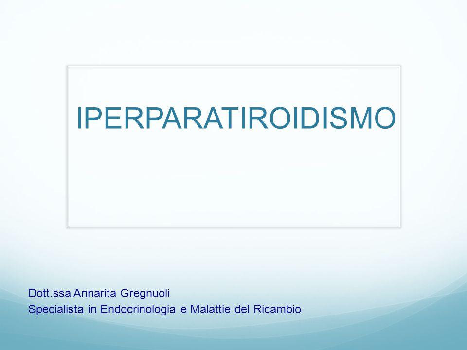 Insufficienza renale cronica Si osserva un iperparatiroidismo secondario a: Resistenza renale all'azione del PTH Diminuita sintesi di 1,25 (OH2)D Minore assorbimento intestinale di Calcio Terapia: ridurre l'apporto dietetico di fosforo, assunzione di antiacidi a base di alluminio che chelano i fosfati e somministrazione di 1,25 (OH2)D.