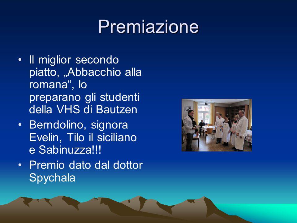 """Premiazione Il miglior secondo piatto, """"Abbacchio alla romana , lo preparano gli studenti della VHS di Bautzen Berndolino, signora Evelin, Tilo il siciliano e Sabinuzza!!."""