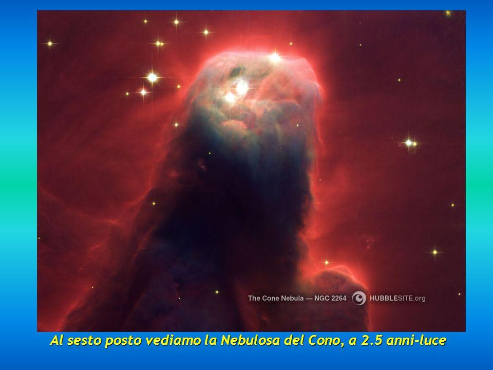 Al quinto posto, ecco la Nebulosa Clessidra posta a 8000 anni-luce, una magnifica nebulosa con un restringimento nella parte centrale.