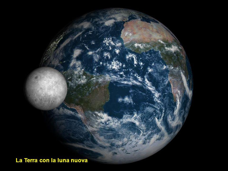 La Terra con la luna crescente