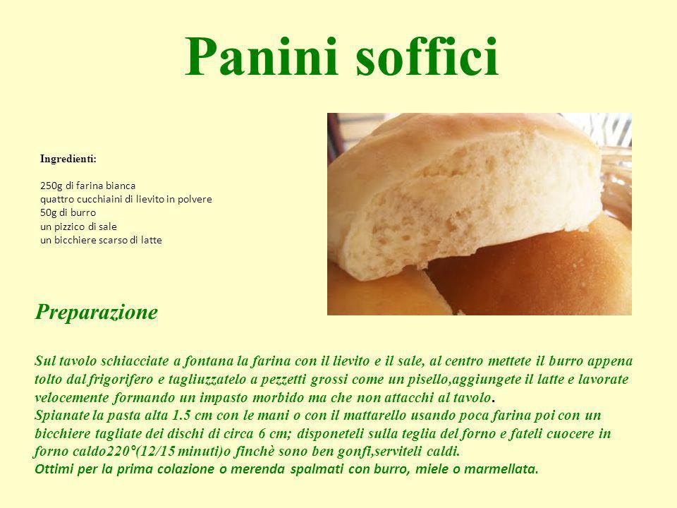 Ingredienti: 250g di farina bianca quattro cucchiaini di lievito in polvere 50g di burro un pizzico di sale un bicchiere scarso di latte Panini soffic