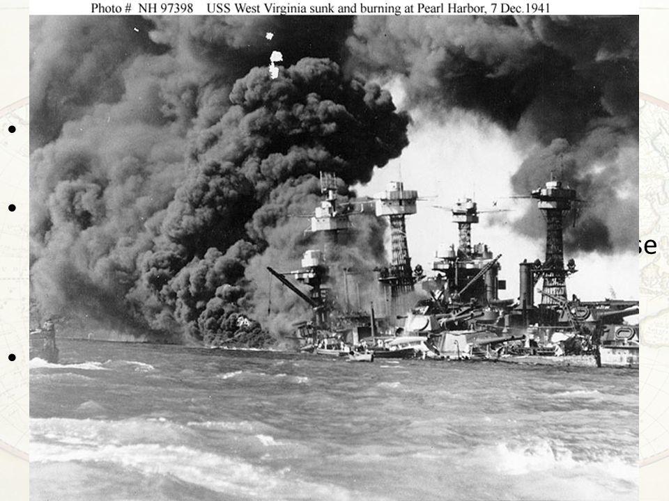Pearl Harbor e l'ingresso in guerra Durante tutto il 1942 le forze giapponesi dilagano verso il sudest asiatico, le Filippine, l'Indonesia, la Malesia, la Thailandia, Singapore, giungendo fino alle porte dell'India Quanto fu merito dell'efficienza di guerra giapponese e quanto della scelta strategica degli Stati Uniti di privilegiare la guerra contro la Germania piuttosto che la ricostruzione della flotta.