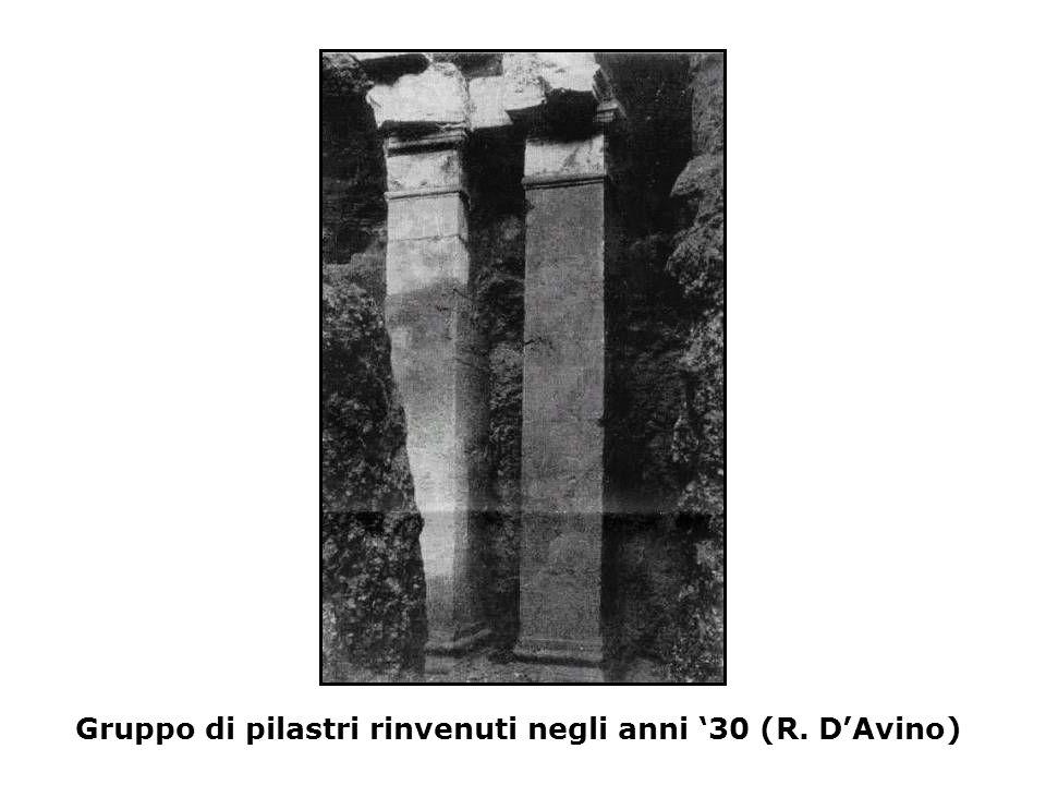 Gruppo di pilastri rinvenuti negli anni '30 (R. D'Avino)