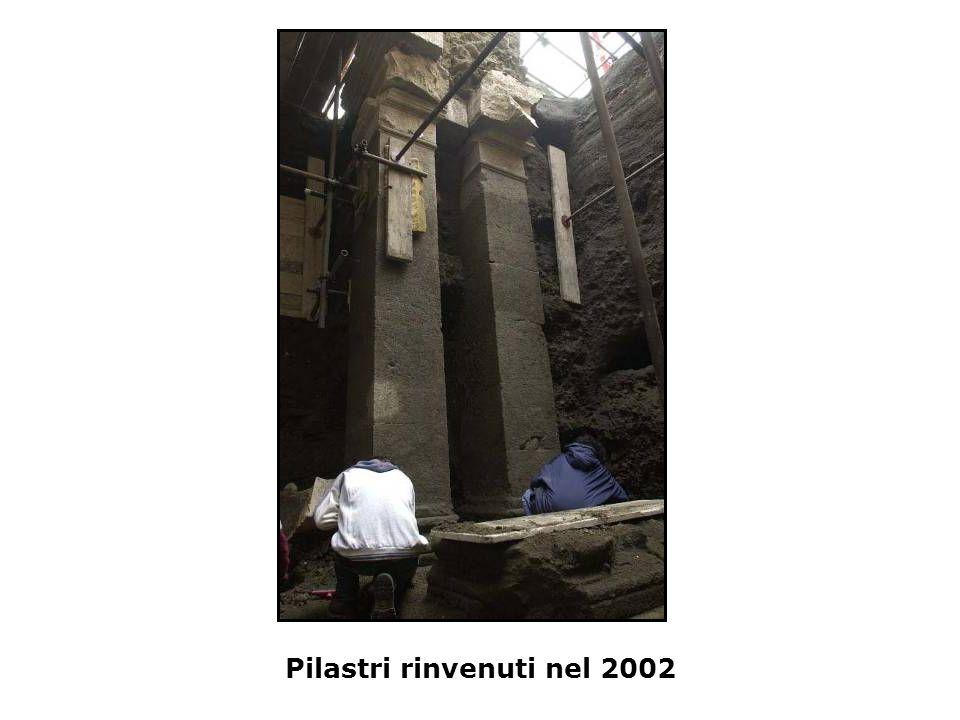 Pilastri rinvenuti nel 2002
