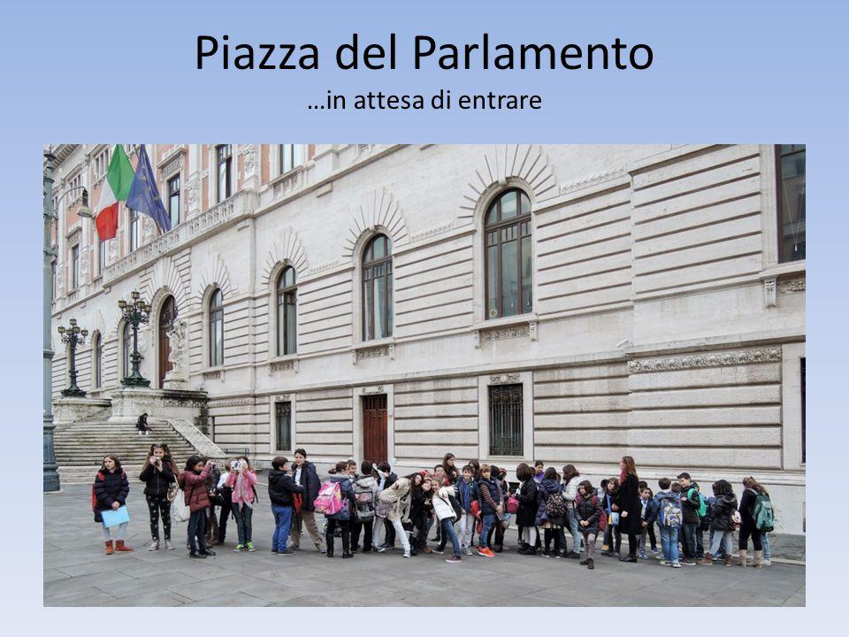 Piazza del Parlamento …in attesa di entrare