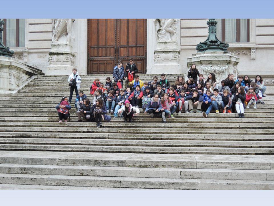 Dentro al palazzo Montecitorio non si possono fare fotografie.