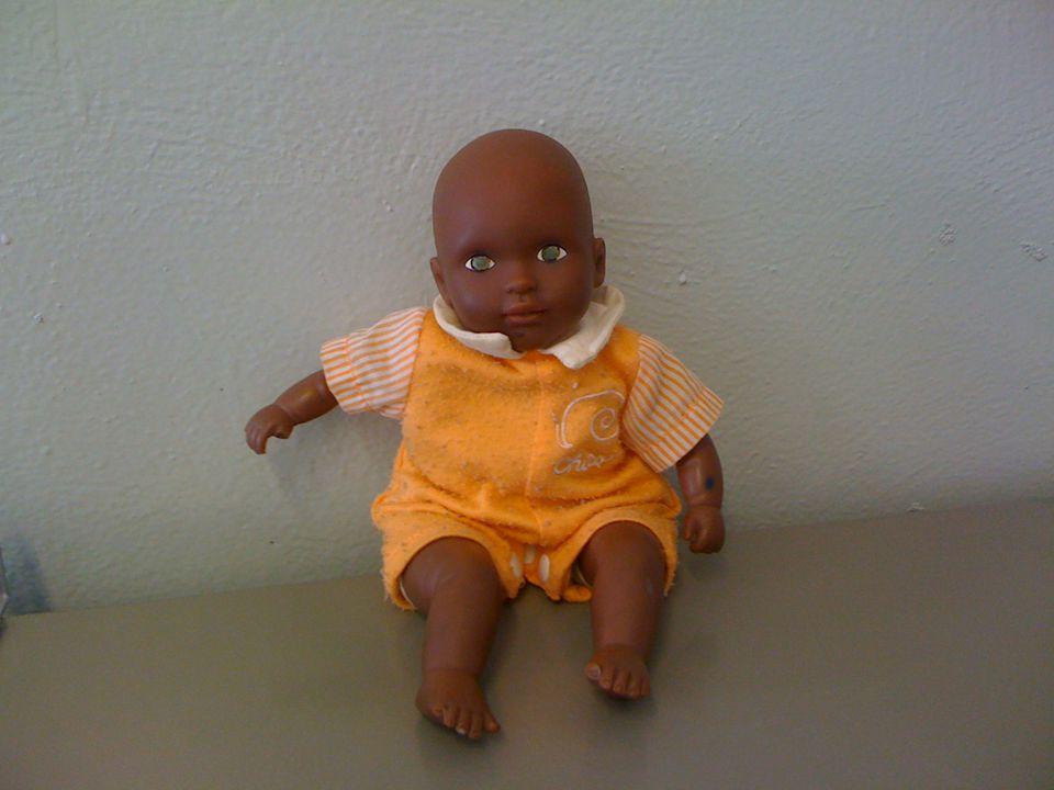 """Porto un oggetto Chicco è il mio bambolotto,A volte,quando ho voglia, me lo porto nel letto,spesso però """"dorme"""" nella cesta dei giocattoli.. Sul suo a"""