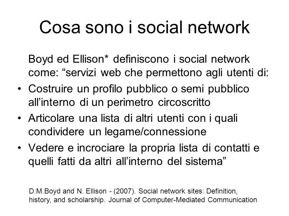 """Cosa sono i social network Boyd ed Ellison* definiscono i social network come: """"servizi web che permettono agli utenti di: Costruire un profilo pubbli"""