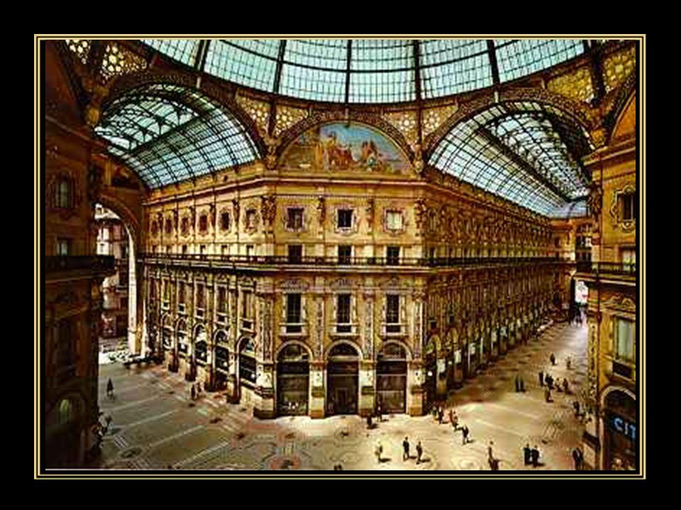 La Galleria Vittorio Emanuele II è un centro commerciale del 19° secolo situato nel cuore di Milano.